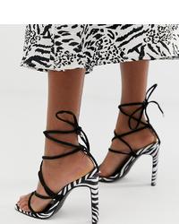 Sandalias de tacón de cuero en negro y blanco de Boohoo