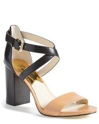Sandalias de tacón de cuero en negro y marrón claro
