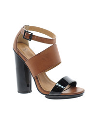 Sandalias de tacón de cuero en negro y marrón claro de Asos