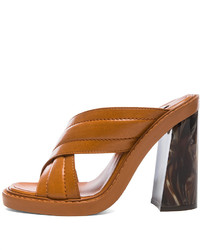 Sandalias de tacón de cuero en tabaco