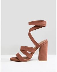 Sandalias de tacón de cuero marrónes de ASOS DESIGN