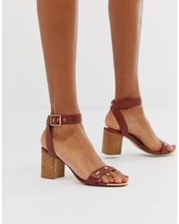 Sandalias de tacón de cuero marrónes de Ted Baker