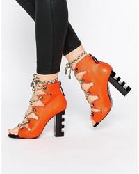 Sandalias de tacón de cuero rojas de Kat Maconie