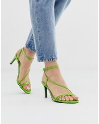 Sandalias de tacón de cuero verdes de Stradivarius