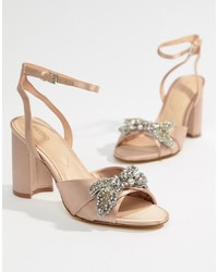 Sandalias de tacón de satén rosadas de Aldo