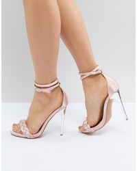 Sandalias de tacón de satén rosadas de LOST INK