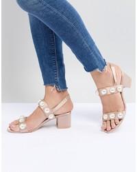 Sandalias de tacón de satén rosadas de Monki