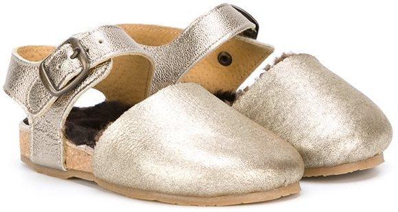 Sandalias doradas de Pépé