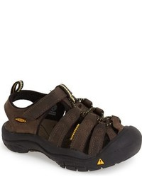 Sandalias en marrón oscuro