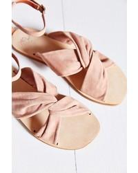 Sandalias planas de ante rosadas