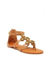 Sandalias planas de cuero con adornos marrónes