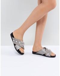 Sandalias planas de cuero con adornos plateadas de LOST INK