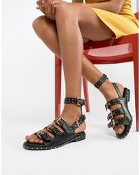 Sandalias planas de cuero con tachuelas negras de Missguided