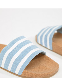 Sandalias planas de cuero de rayas horizontales celestes de adidas Originals