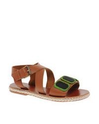Sandalias planas de cuero en tabaco de Asos