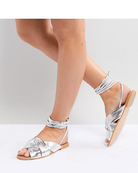 Sandalias planas de cuero plateadas de ASOS DESIGN