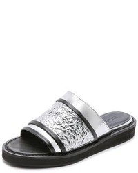 Sandalias planas de cuero plateadas de Helmut Lang