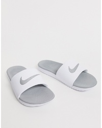 Sandalias planas de goma estampadas blancas de Nike