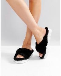 Sandalias planas de pelo negras de Glamorous