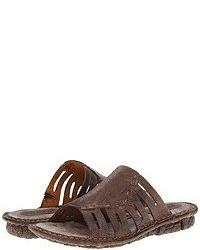 Sandalias planas en marrón oscuro