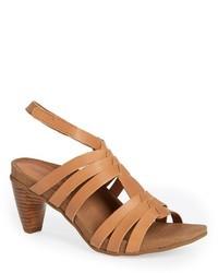 Sandalias romanas de cuero marrón claro