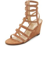 Sandalias romanas marrón claro de Stuart Weitzman