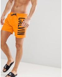 Shorts de baño estampados naranjas de Calvin Klein