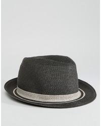 Sombrero de paja en gris oscuro
