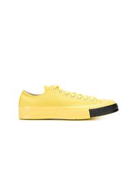 Tenis amarillos de Converse