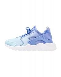 Tenis celestes de Nike