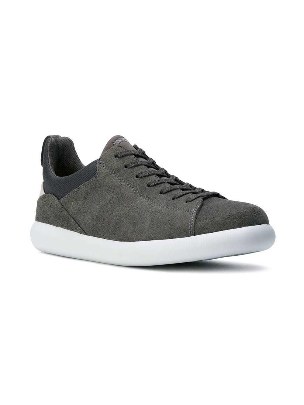 Tenis de ante en gris oscuro de Camper