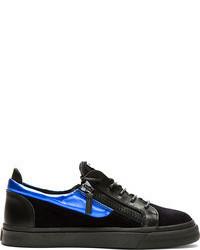 Tenis de ante en negro y azul de Giuseppe Zanotti