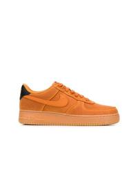 Tenis de ante naranjas de Nike
