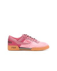 Tenis de ante rosados de Liam Hodges