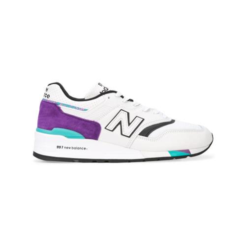 €208, Tenis de cuero en blanco y negro de New Balance