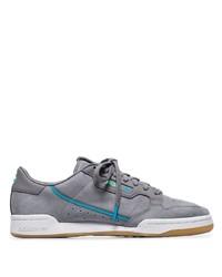 Tenis de cuero grises de adidas