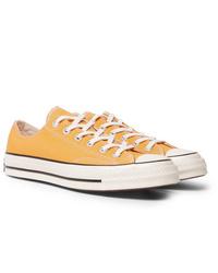 Tenis de lona naranjas de Converse