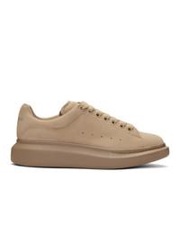 Tenis de terciopelo marrón claro de Alexander McQueen