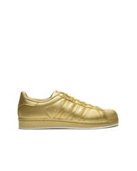 Tenis dorados de adidas
