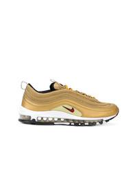 Tenis dorados de Nike