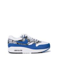 Tenis en blanco y azul de Nike
