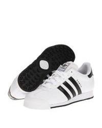 Tenis en blanco y negro