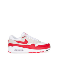 Tenis en blanco y rojo de Nike