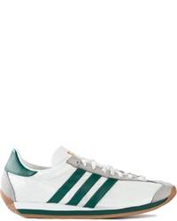 Tenis en blanco y verde de adidas