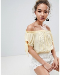 Top con hombros descubiertos amarillo de En Creme