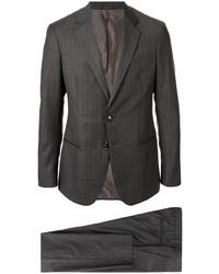 Traje de rayas verticales en gris oscuro de Giorgio Armani