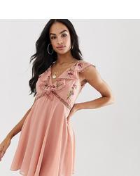 Vestido amplio bordado rosado de ASOS DESIGN