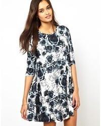 Vestido casual con print de flores en blanco y negro de Glamorous