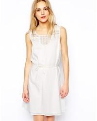 Vestido casual de encaje blanco de Vila