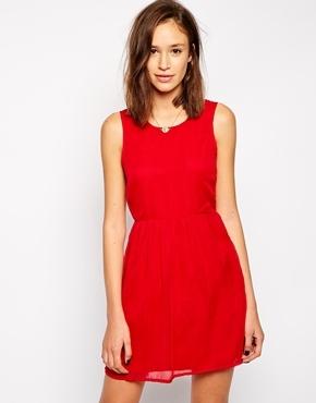 4d3af3922d446 ... Vestido casual rojo de Vero Moda ...